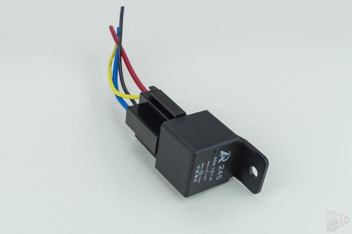 relais met houder 12V 40 ampere